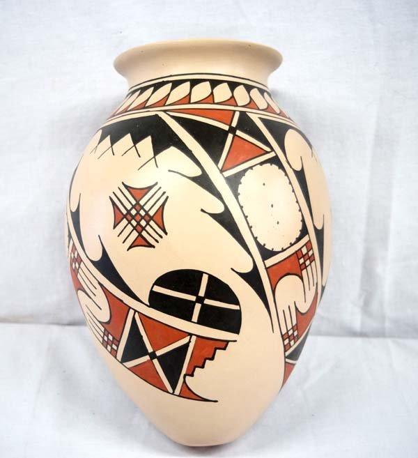 Mexican Mata Ortiz Pottery Jar by Luis Ortiz