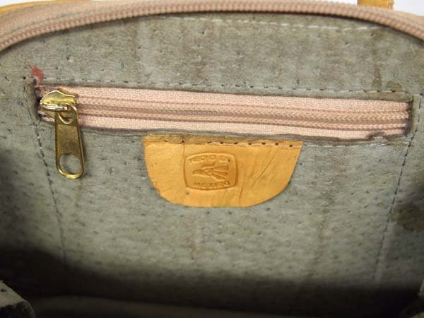Small Mexican Hand Tooled Leather Purse looks new - 3