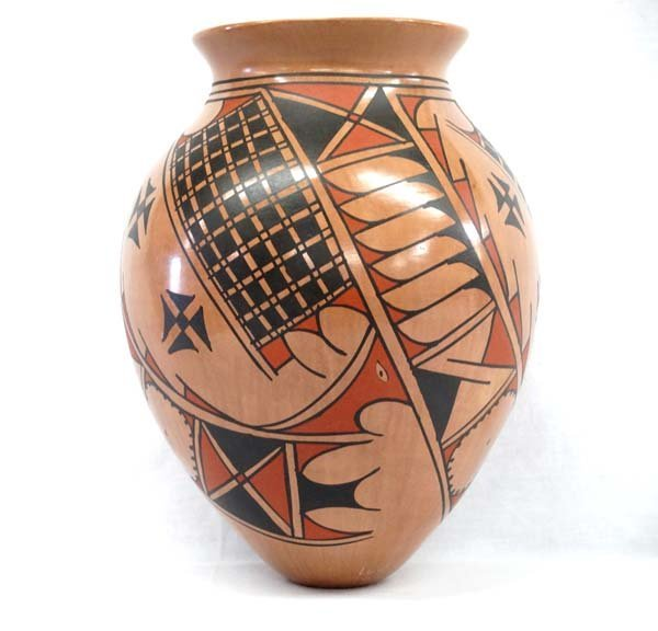 Mexican Mata Ortiz Pottery Jar by Luis Ortiz