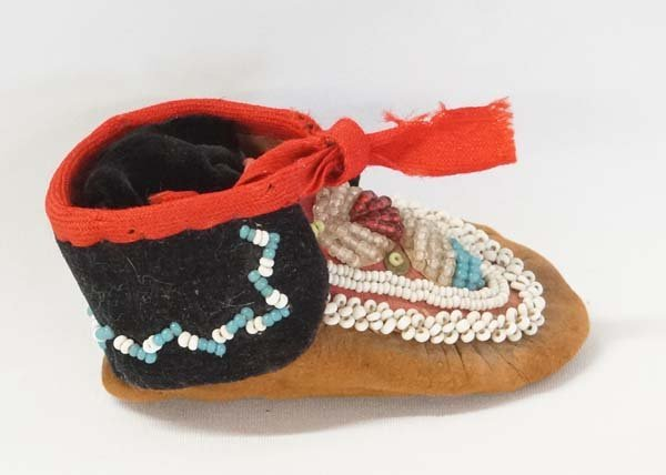 Iroquois Fully Beaded Single Mocassin - 2