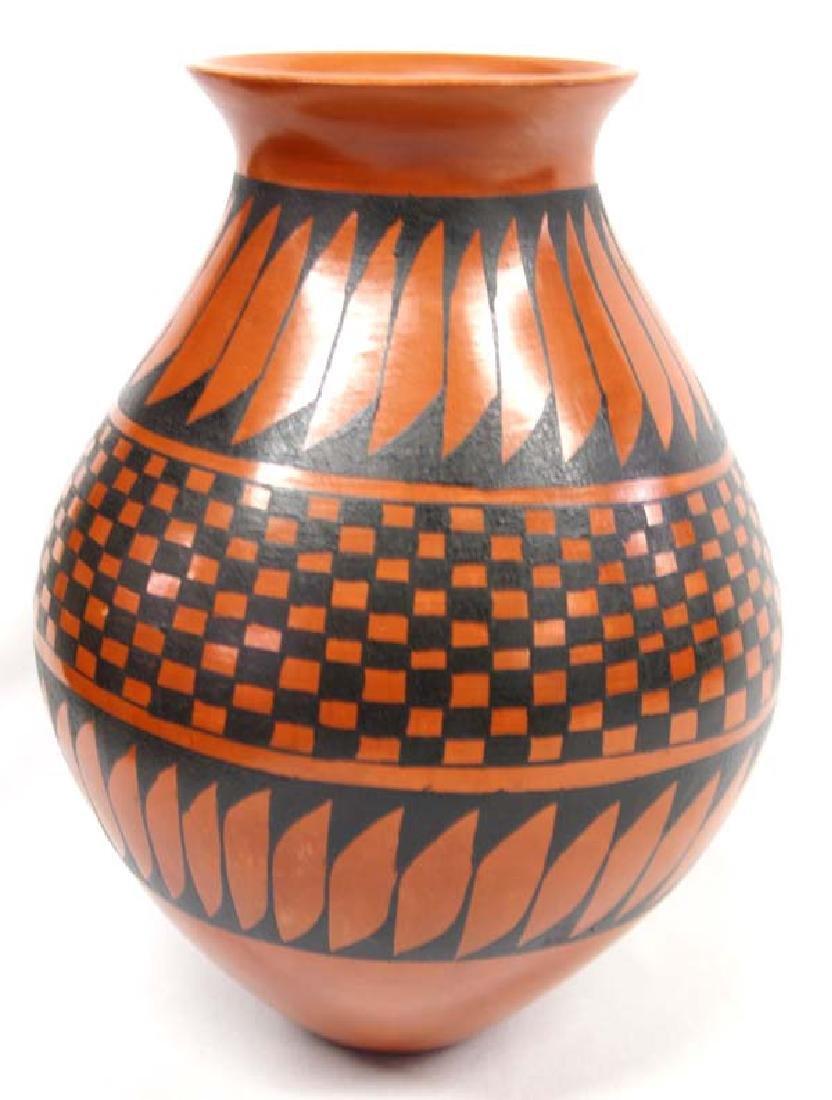 Mata Ortiz Stylized Feather Jar by M. Villapando