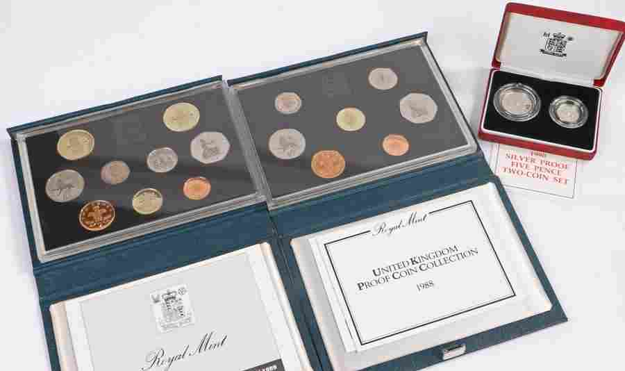 Coins, to include Royal Mint coin sets and a 1990