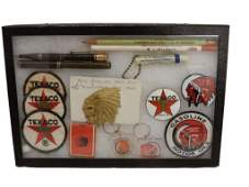 GROUPING RED INDIAN & TEXACO COLLECTIBLES / CASE CLOTH