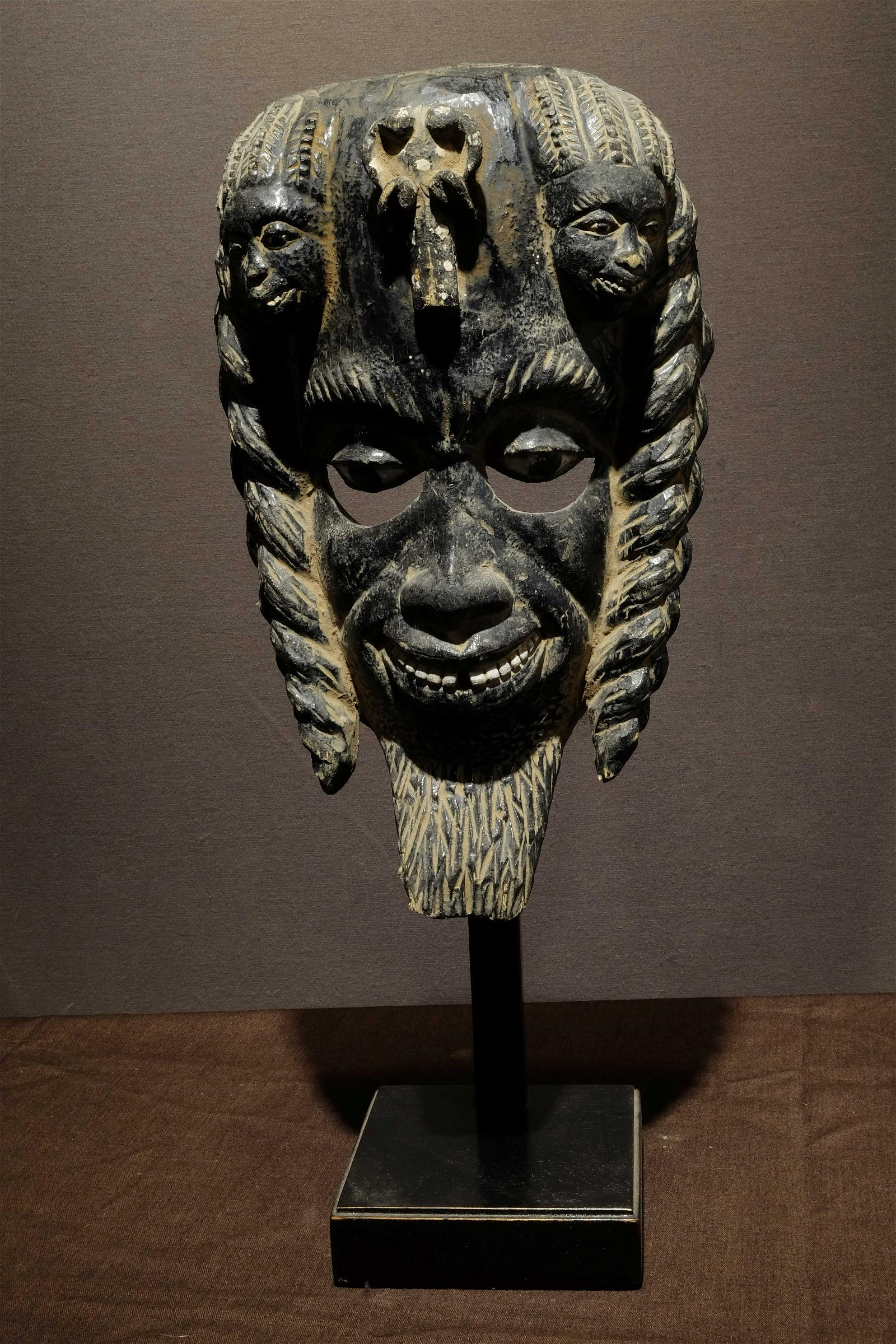 Dark Ibo mask with three miniatures on top