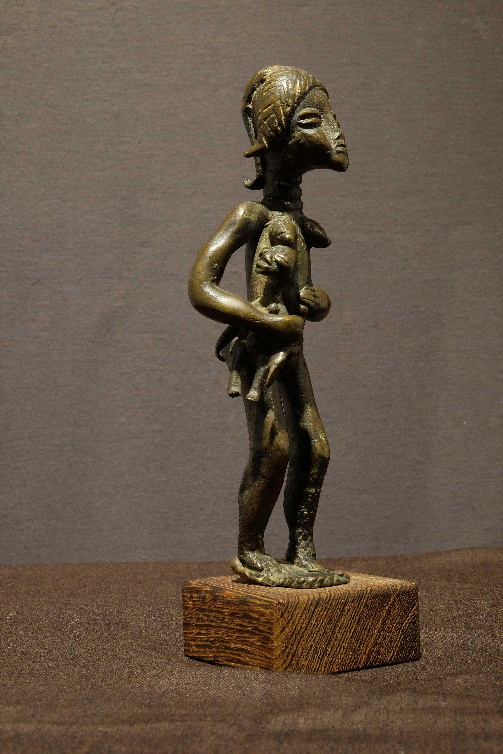 Dan maternity Bronze by artist Ldamie of Gaple