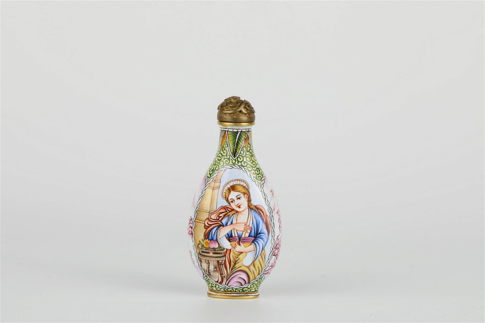 Enamelled snuff bottle figures painted on copper body