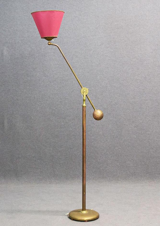 Italian manufacture. Brass floor lamp with