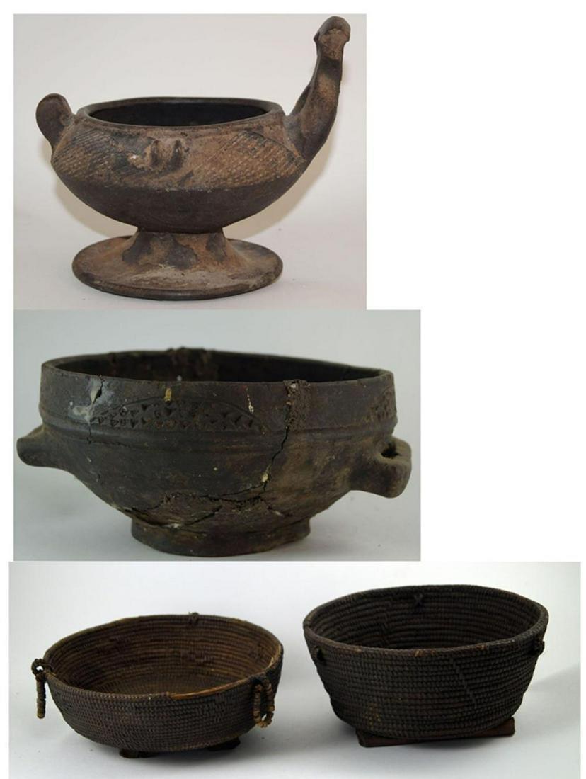 Indonesia / Papua New Guinea / Oceania Two ceramic
