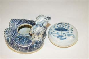 Chinese Blue and white covered box and vase, Ming style