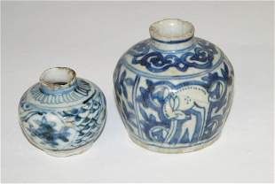 Chinese Small Swatow vase (d. 8 cm), probably Wanli