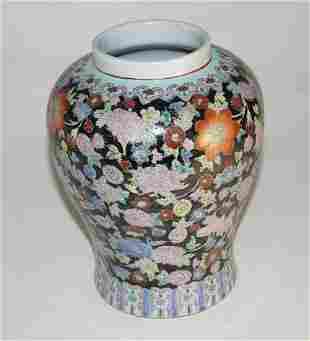 Chinese Famille Rose Vase (h. 20 cm)