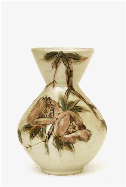 2017: Old Japanese Studio Imari Moriage Relief Vase Sg
