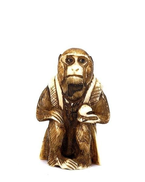513: Japanese Ivory Netsuke Monkey Hold Peach Sg