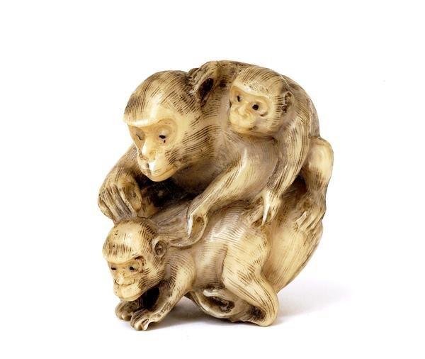 518: Japanese Ivory Netsuke 3 Monkey Family Sg