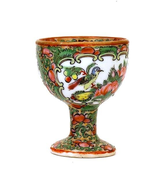 2501: 19C Chinese Export Rose Medallion Egg Cup - 3