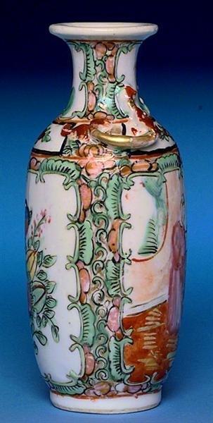2503: Chinese Export Rose Medallion Vase Figurine - 3