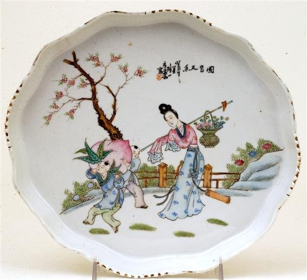 2513: Old Chinese Famille Rose Figurine Tea Plate