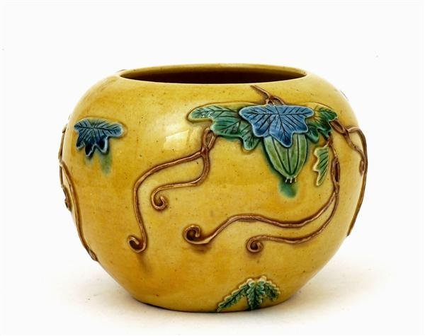 2518: Chinese Sancai Famille Rose Relief Jar Vase - 6