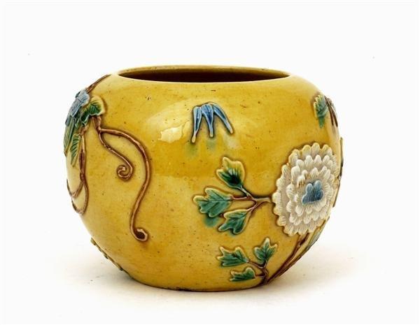 2518: Chinese Sancai Famille Rose Relief Jar Vase - 8