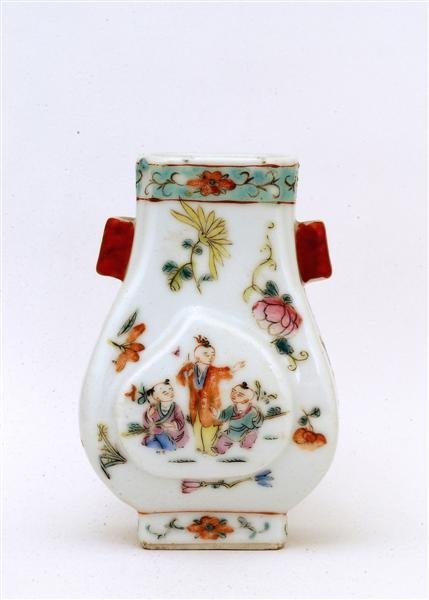 2519: Old Chinese Famille Rose Ears Vase Figurine