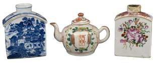 TW0 CHINESE PORCELAIN TEA CADDIES & TEAPOT, 18/19th