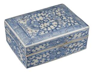 CHINESE BLUE AND WHITE PORCELAIN INK BOX AND COVER,