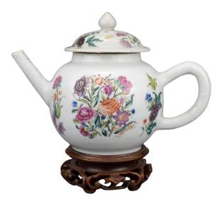 CHINESE FAMILLE ROSE PORCELAIN TEAPOT, 18th CENTURY