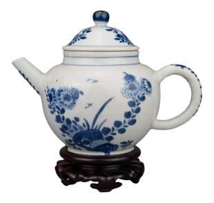 CHINESE BLUE AND WHITE PORCELAIN TEAPOT, YONGZHENG