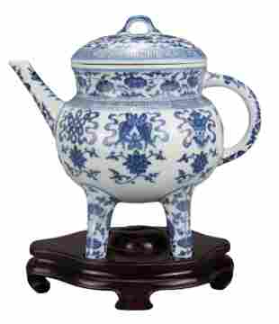 CHINESE BLUE AND WHITE PORCELAIN 'BAJIXIANG' EWER