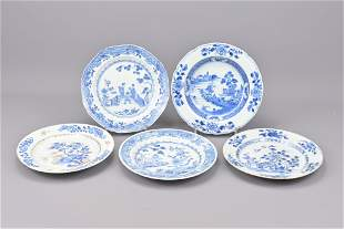 Five chinese blue and white plates. 18th century.