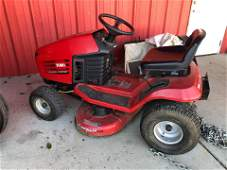 TORO WHEEL HORSE 13-38 HXL LAWN TRACTOR WITH GRASS