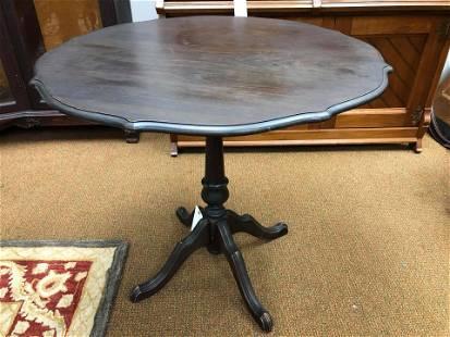"Antique Pie Crust Style Table (24x30"")"