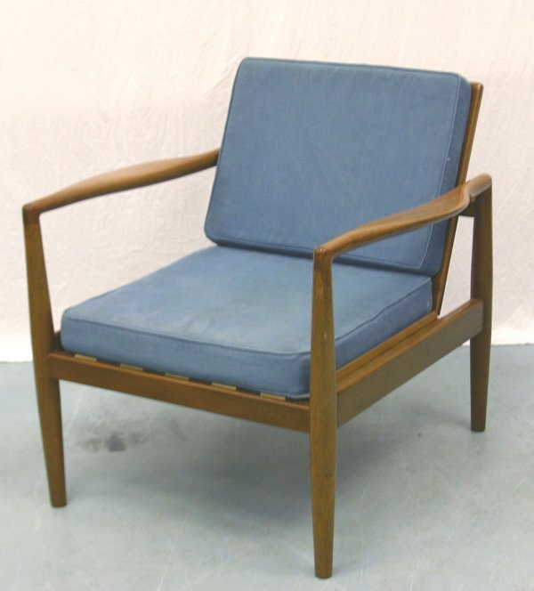5: A Mahogany Robin Day Chair for Hille