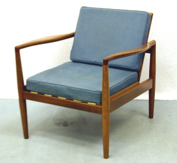 6: A Mahogany Robin Day Chair for Hille