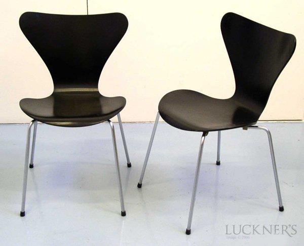 14: Pair of Arne Jacobsen 3107 Chairs