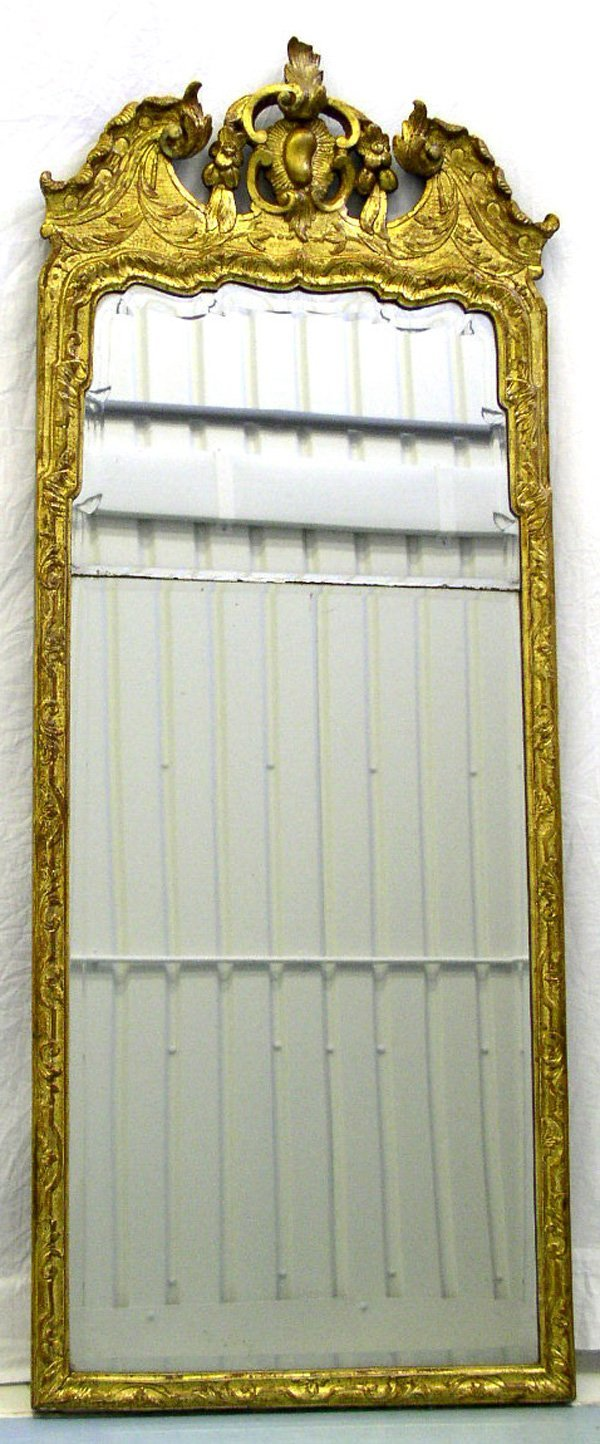 1002: A George I Gilt Pier Mirror