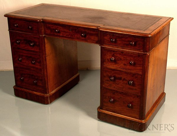 1004: A Good Victorian Kneehole Desk