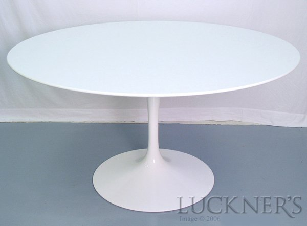 2009: Eero Saarinen Tulip Table in White