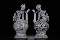 BLUE WHITE BEASTHANDLE POT IN PAIR