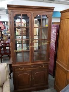 Thomasville American Oak Glass Door Unit