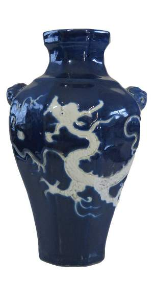 ANTIQUE BLUE WHITE CHINESE DRAGON PORCELAIN VASE