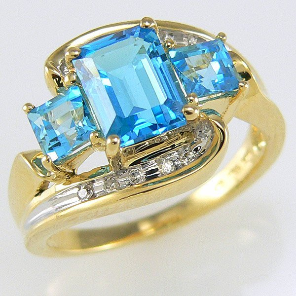 1019: 10KY DIA BLUE TOPAZ-8X6MM RING SZ 6.75