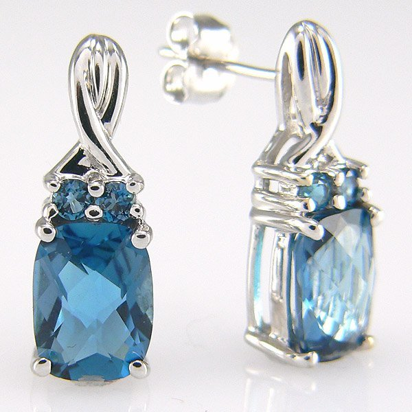 1040: 10KW BLUE TOPAZ-8X6MM STUD EARRINGS