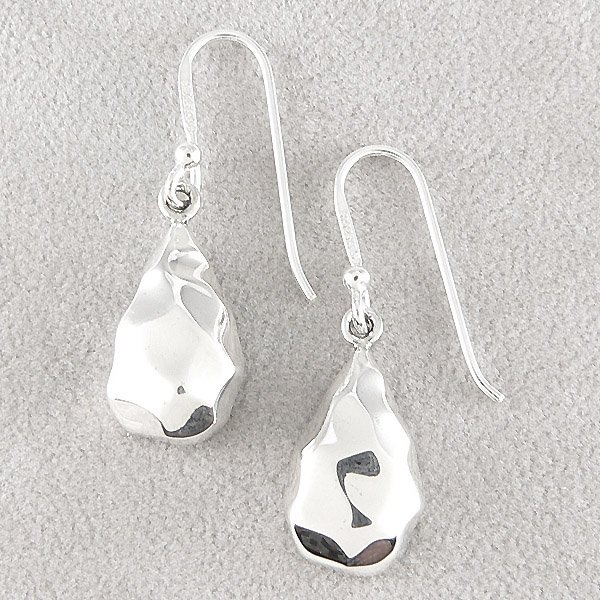 501132082: SS PEAR HAMMERED EARRINGS
