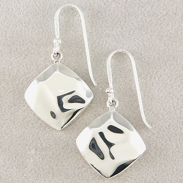 501132095: SS DIA SHAPED HAMMERED EARRINGS