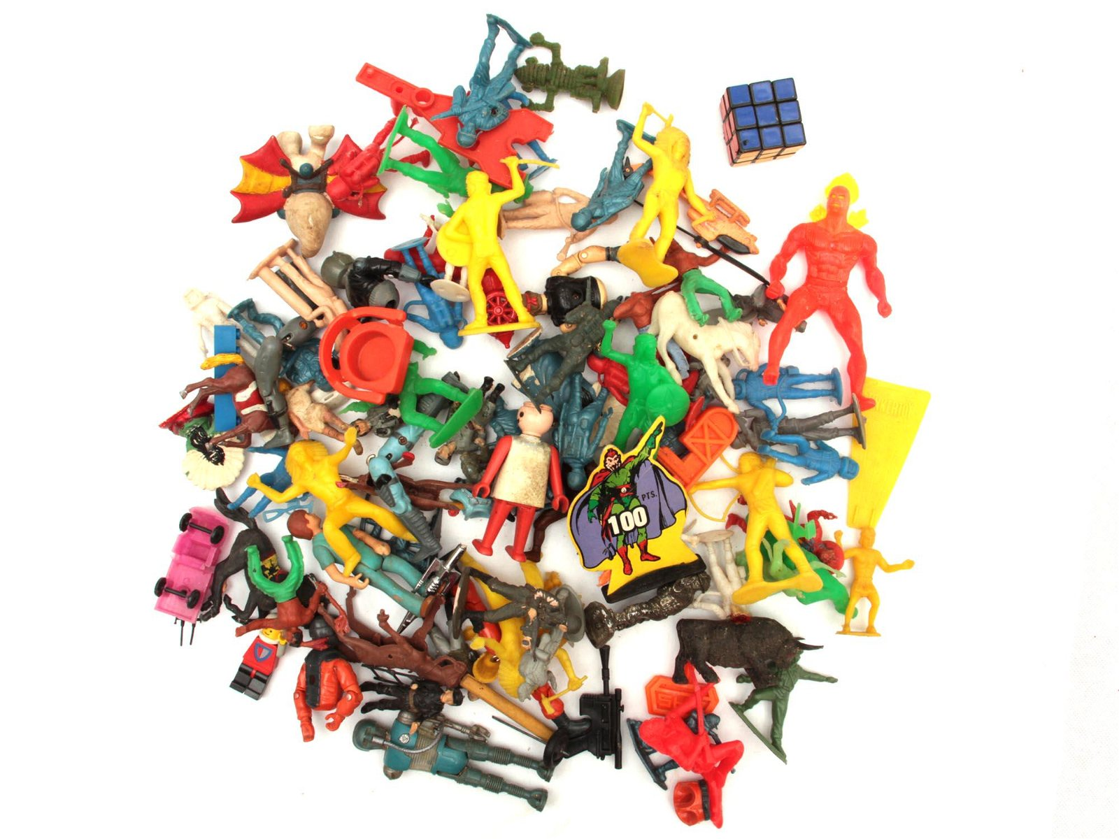 A LOT OF ASSORTED VINTAGE TOYS