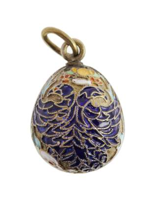 AN ANTIQUE RUSSIAN SILVER AND ENAMEL EGG PENDANT