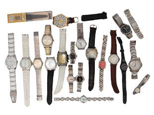 A LOT OF 19 VINTAGE ASSORTED WATCHES