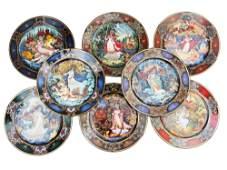 A SET OF 8 VINTAGE RUSSIAN PORCELAIN PLATES