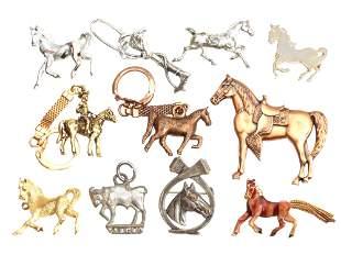 A LOT OF VINTAGE PIN BROOCH KEYRING SILVER HORSE